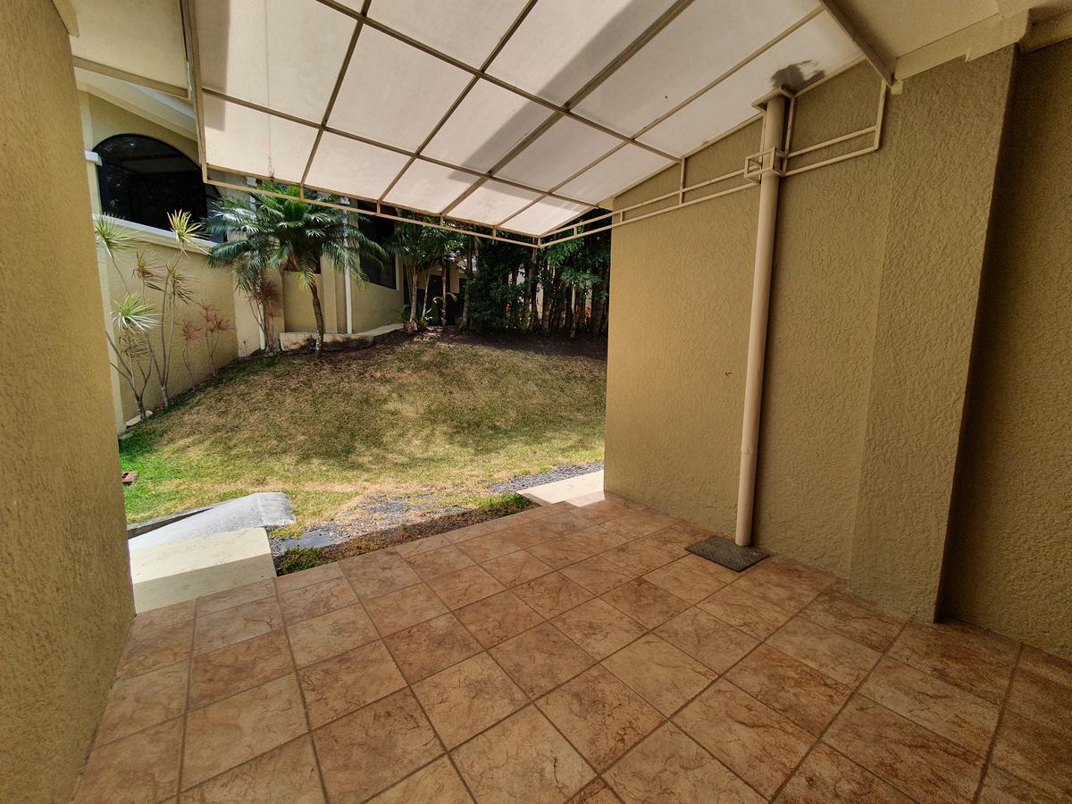 Foto Casa en condominio en Renta en  San Rafael,  Escazu  Distrito 4 / Jardín / Oficina / Cuarto de Servicio