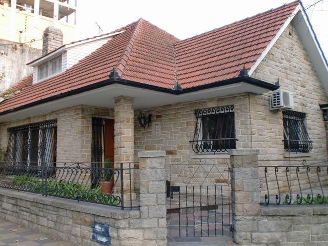 Foto Casa en Venta en  Quilmes,  Quilmes  Av. Hipolito Yrigoyen 951