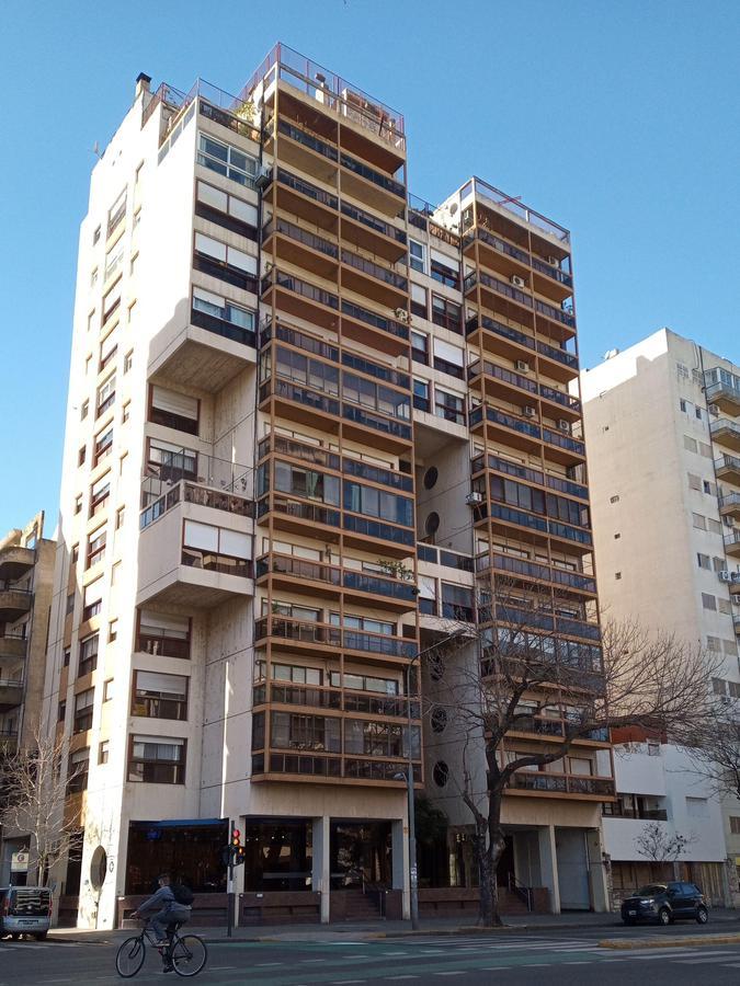 Foto Departamento en Venta en  Centro,  Rosario  Av Pellegrini y Buenos Aires - 3 dormitorios - Amenities