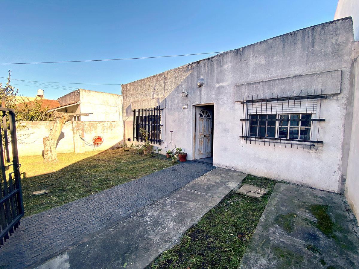 Foto Casa en Venta en  Villa Adelina,  San Isidro  Dean Funes al 1400