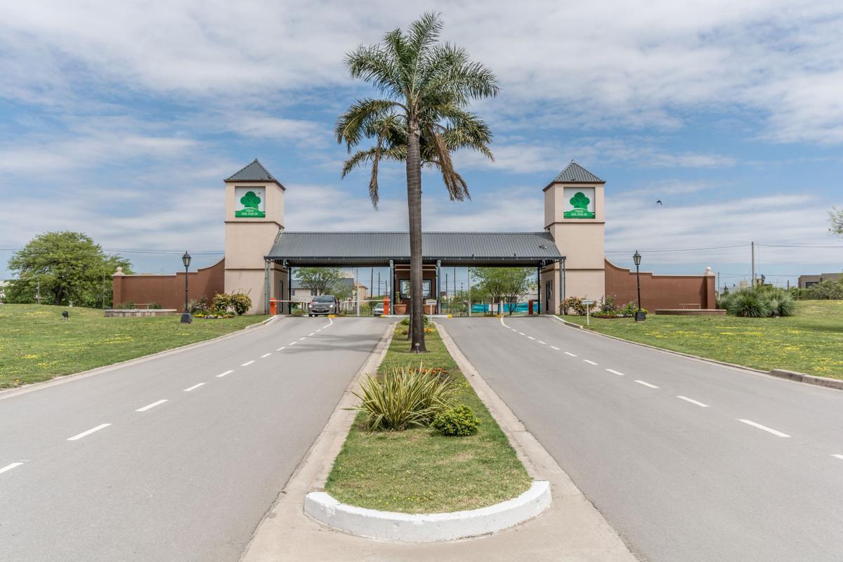Foto Casa en Venta en  Tejas Tres,  Cordoba Capital  COLECTORA 100 - TEJAS 3 -
