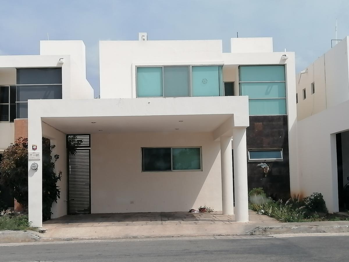 Foto Casa en Renta en  Mérida ,  Yucatán  Casa De 3 Recámaras En Privada Zona Norte