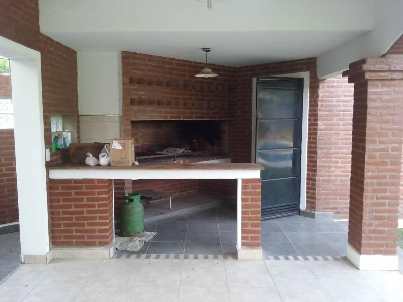 Foto Casa en Alquiler temporario en  Funes ,  Santa Fe  Quesada al 100