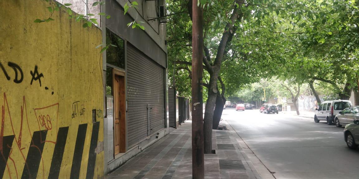 Foto Edificio Comercial en Venta | Alquiler en  Capital ,  Mendoza  Montecaseros al 1400