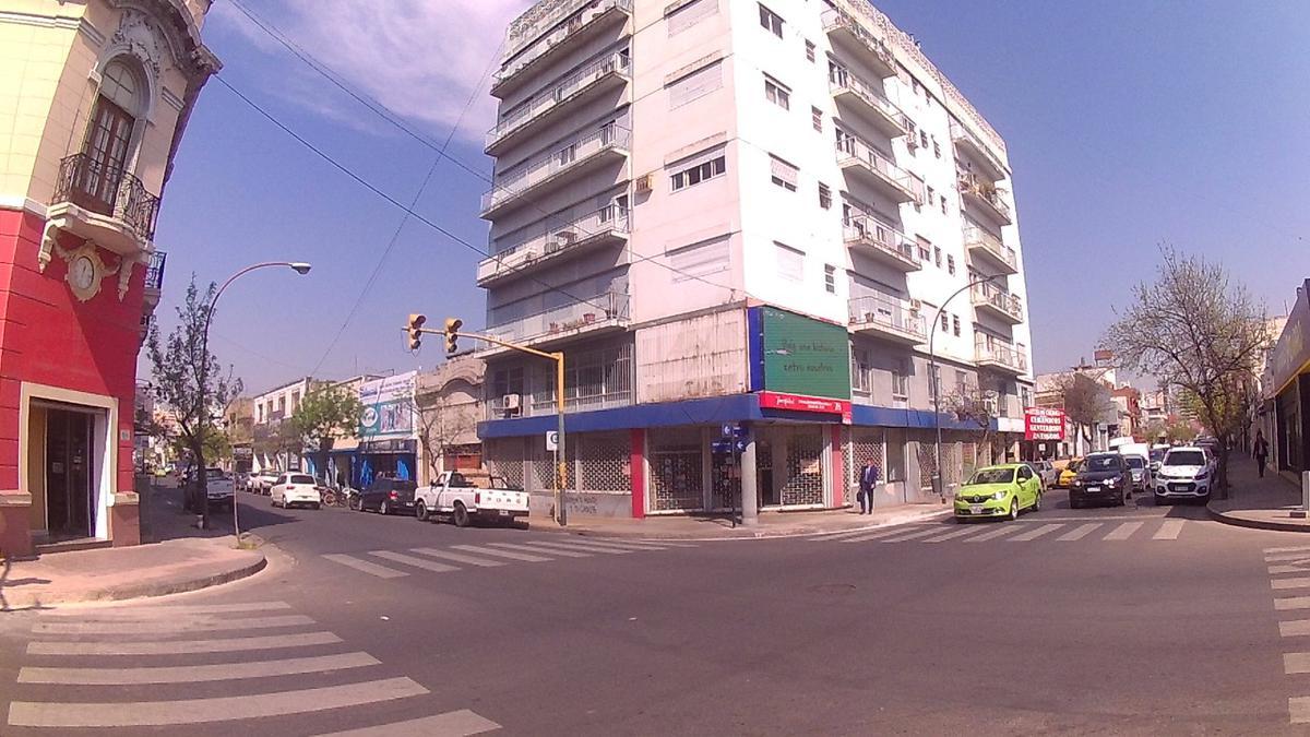 Foto Local en Alquiler |  en  Centro,  Cordoba  LIBERTAD al 100