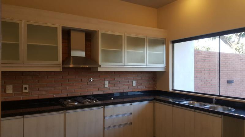 Foto Casa en Venta   Alquiler en  Luque ,  Central  Zona Villa Adela