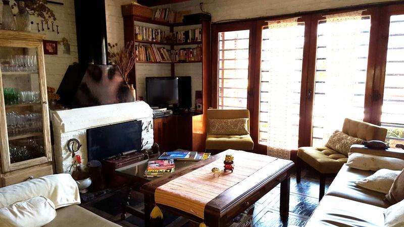 Foto Casa en Venta en  Castelar Norte,  Castelar  Dean Funes al 1200