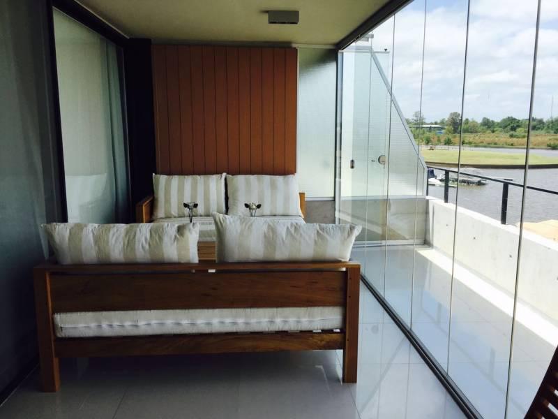 Foto Departamento en Alquiler en  Marinas del Yacht,  El Yacht Nordelta  Av. de la Riviera al 100, Marinas del Yacht. Nordelta. Departamento 3 ambientes con balcon aterrazado al río.  Suites. Parrilla. 2 cocheras y amarra. Amenities.