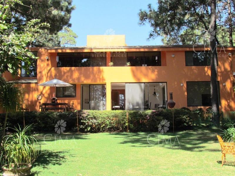 Foto Casa en Venta en  Del Bosque,  Cuernavaca  RESIDENCIA EN VENTA CON HERMOSA VISTA EN CUERNAVACA - V112