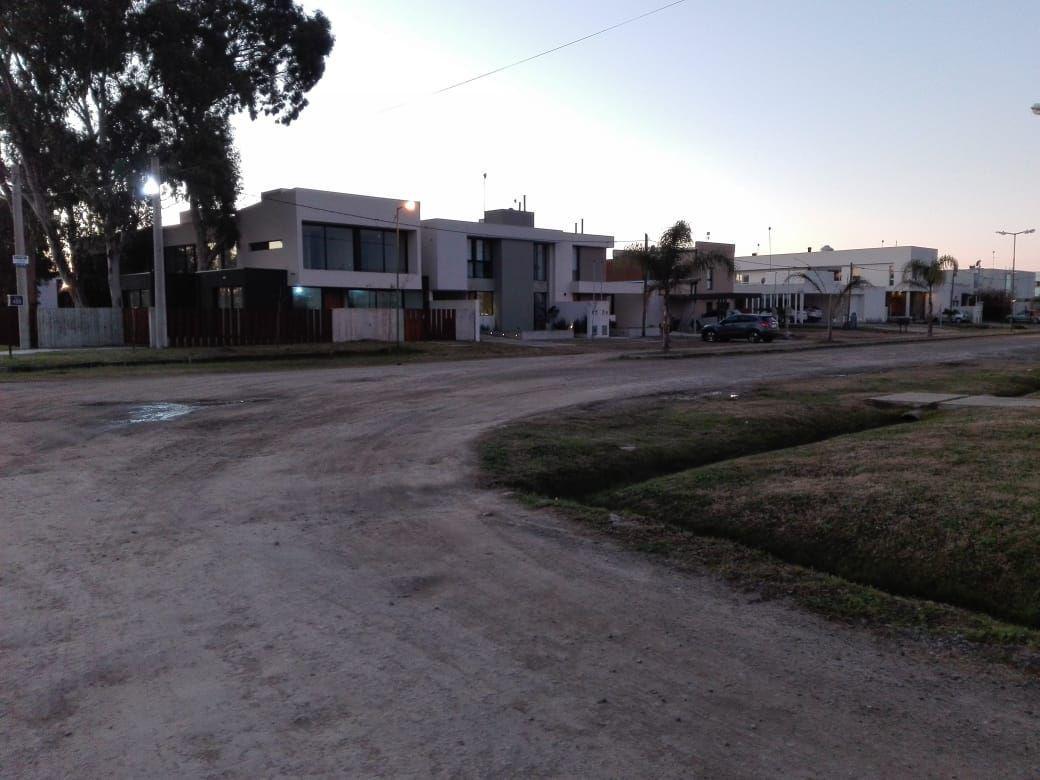 Foto Terreno en Venta en  City Bell,  La Plata  457 y 11 - City Bell-La Plata