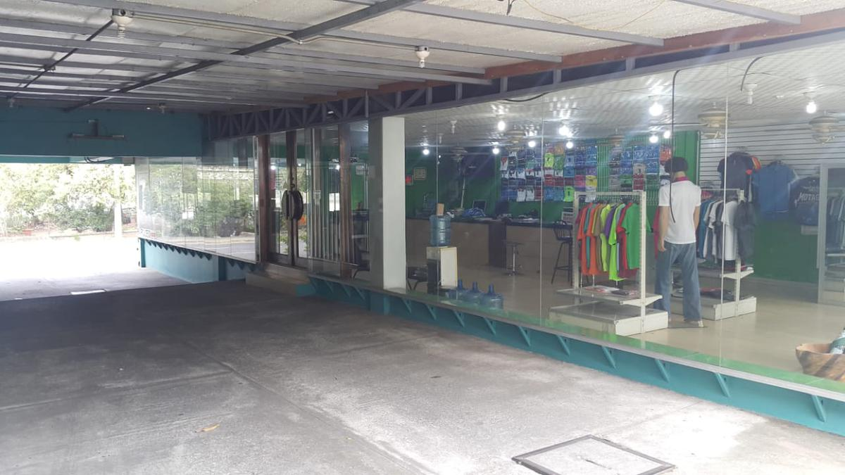 Foto Local en Venta en  Suyapa,  San Pedro Sula  Espacioso local comercial ubicado en San Pedro Sula