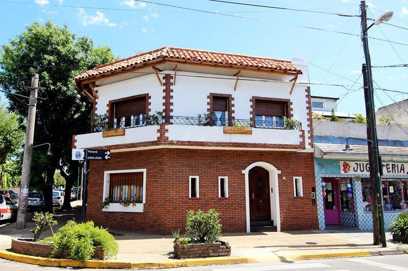 Foto Casa en Venta |  en  Mart.-Santa Fe/Fleming,  Martinez  PARANA al 2500