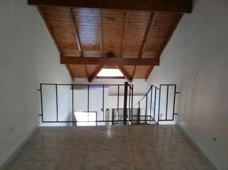 Foto Casa en Venta en  Villa Luzuriaga,  La Matanza  De Los Incas al 100