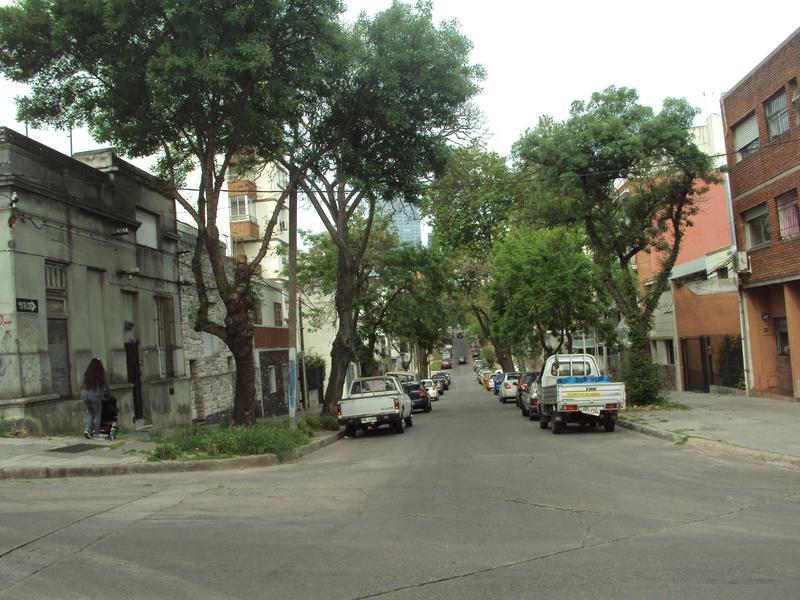 Foto Casa en Venta en  Pocitos Nuevo ,  Montevideo   Casa ubicada en una de las mejores zonas de Montevideo. A pasos de la rambla de Pocitos y muy cerca de Shopping, Zona franca, WTC.-