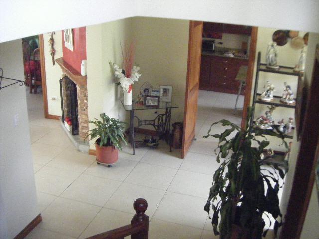 Foto Casa en Venta en  Cumbayá,  Quito  CUMBAYA VENTA LINDA CASA CONJ. CERRADO C/JARDIN MS
