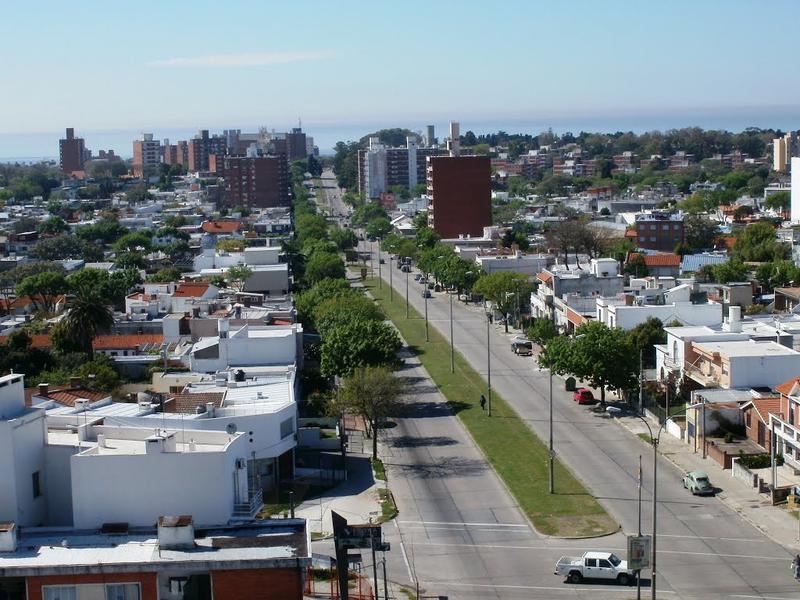 Foto Terreno en Venta en  La Blanqueada ,  Montevideo  Terreno para Proyecto VIS en importante Avenida