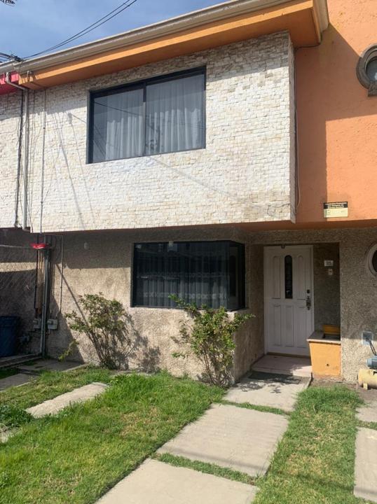 Foto Casa en Venta en  Santa Ana TlapaltitlAn,  Toluca  VENTA DE CASA EN SANTA ANA TOLUCA  MUY CERCA DE GALERÌAS TOLUCA