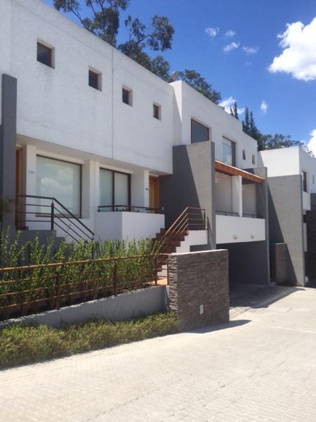 Foto Casa en Alquiler en  Quito ,  Pichincha  Linda Casa en San Juan de Cumbaya, moderna
