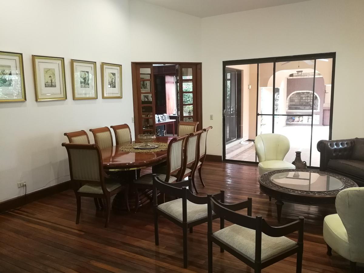 Foto Casa en condominio en Venta en  Pozos,  Santa Ana  Una planta / Ideal para remodelar / 960 m2 terreno