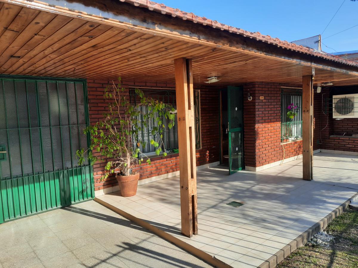 Foto Casa en Venta en  Rafael Calzada,  Almirante Brown  ILLIA 2365 ENTRE SAENZ PEÑA Y PASTORIZA