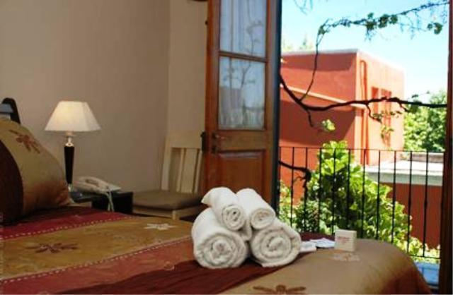 Foto Hotel en Venta en  Colonia del Sacramento ,  Colonia  Hotel sobre avenidad principal de Colonia