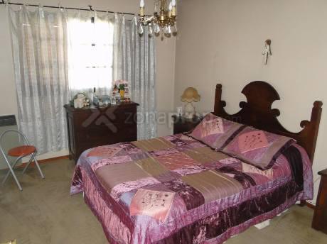 Foto Casa en Venta en  Valentin Alsina,  Lanus  UCRANIA 800