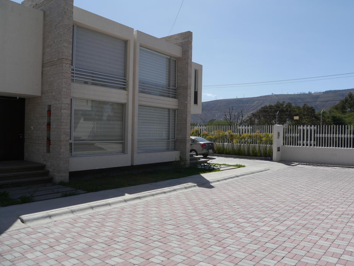 Foto Casa en Venta en  Mitad del Mundo,  Quito  Pomasqui