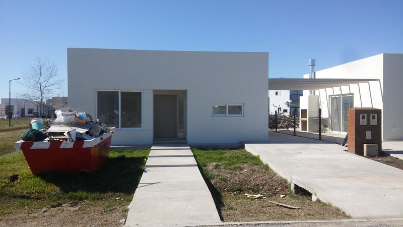 Foto Casa en Venta en  Laguna Azul,  Countries/B.Cerrado  Av Nestor Kirchner al 13700 Laguna Azul