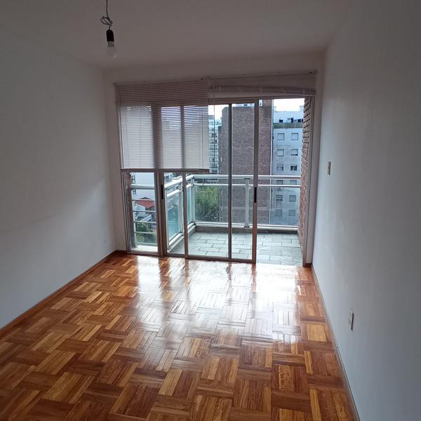 Foto Departamento en Alquiler en  Pocitos ,  Montevideo  1 dormitorio a 300 mts del mar, piso alto