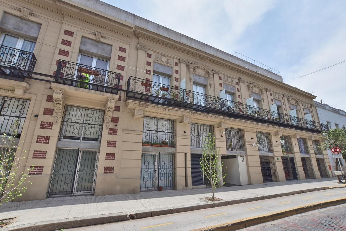 Foto Local en Venta en  Barracas ,  Capital Federal  Uspallata al 700