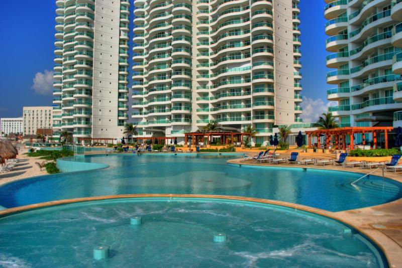 Foto Departamento en Venta | Renta en  Zona Hotelera,  Cancún  HERMOSO DEPARTAMENTO DOBLE BAY VIEW GRAND