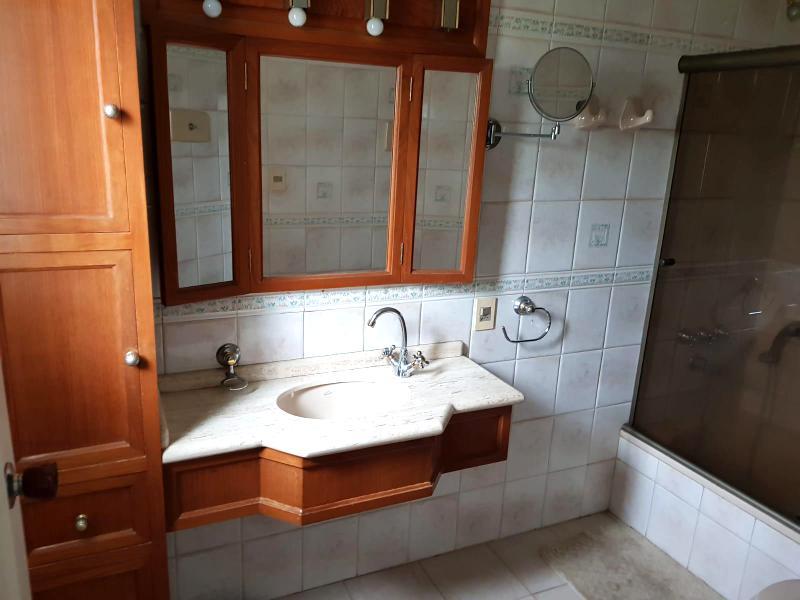 Foto Casa en Venta en  Carrasco ,  Montevideo  Calle tranquila, Casa en venta Carrasco