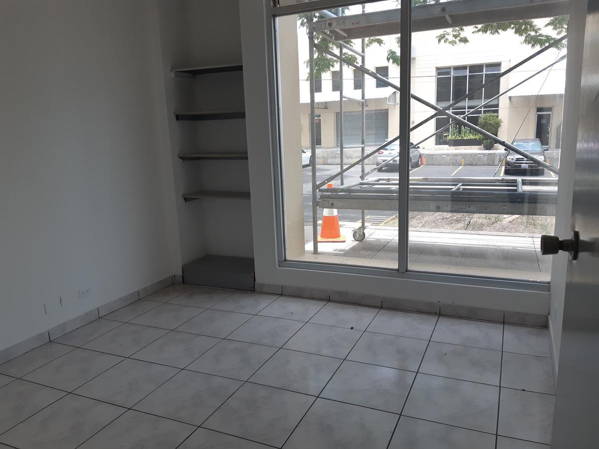 Foto Bodega de guardado en Renta en  Pozos,  Santa Ana  Santa Ana/ Bodega con 3 oficinas/ 5 parqueos