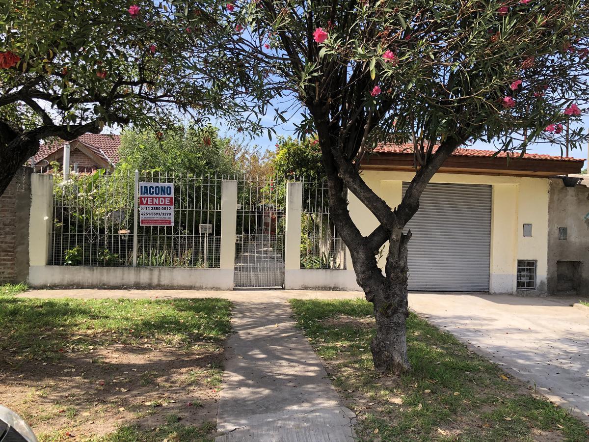 Foto Casa en Venta en  Quilmes ,  G.B.A. Zona Sur  Intendente Oliveri n° 3760 entre calle 388 y calle 389