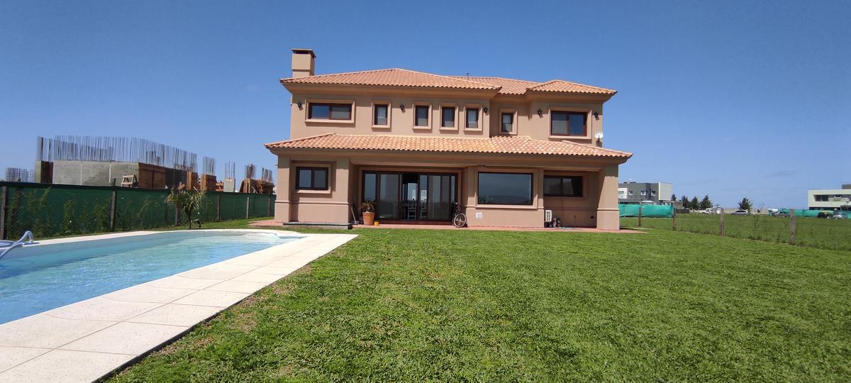 Foto Casa en Venta en  Terralagos,  Countries/B.Cerrado (Ezeiza)  VENTA -  Casa a estrenar en Terralagos  -Fondo a laguna