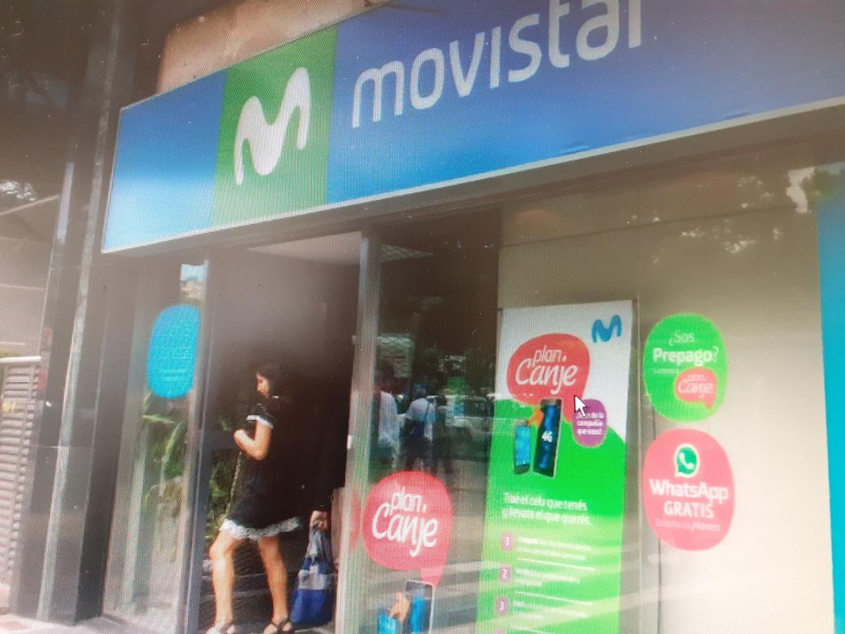 Foto Local en Alquiler    en  Centro (Capital Federal) ,  Capital Federal  Excelente Local de 600 m2 en Pellegrini 800 entre Av. Cordoba y Paraguay, Excelente Frente!!!!!