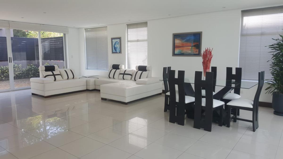 Foto Casa en condominio en Venta | Renta en  Santa Ana ,  San José            Casa de lujo/ 4 habitaciones/ 3 parqueos