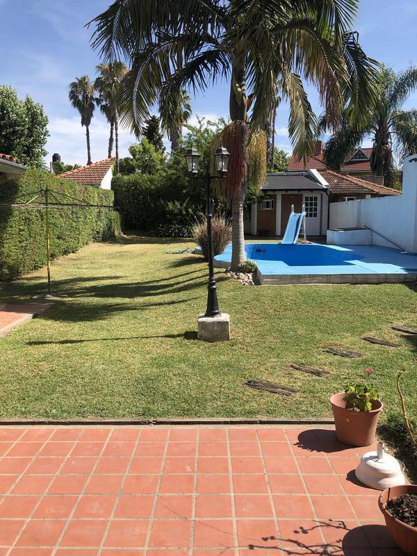 Foto Casa en Venta en  City Bell,  La Plata  camino centenario entre 462 y 464