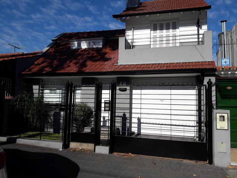 Foto Casa en Venta en  Banfield Oeste,  Banfield  Araoz 446 e/M.Castro y Azara
