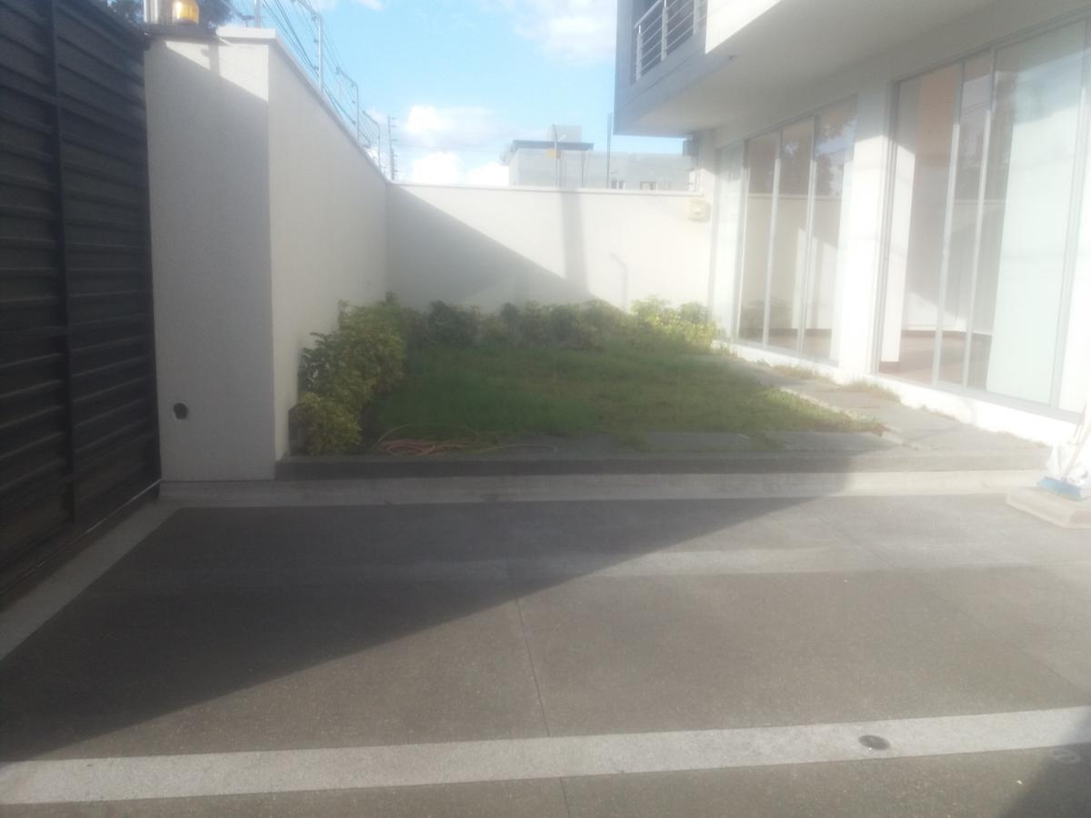 Foto Departamento en Venta | Alquiler en  Cumbayá,  Quito  Venta Cumbaya-La Primavera-departamento 2 dormitorios-patio
