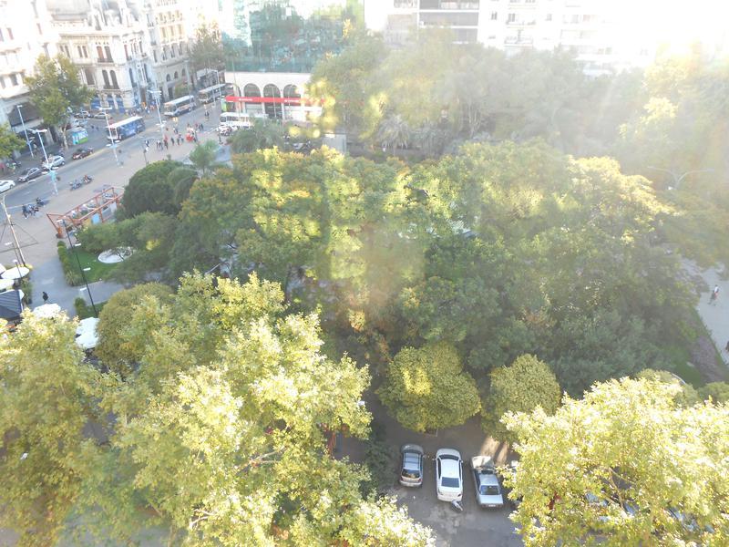 Foto Departamento en Alquiler en  Centro ,  Montevideo  Piso 10, Amplio monoambiente sobre Plaza del Entrevero