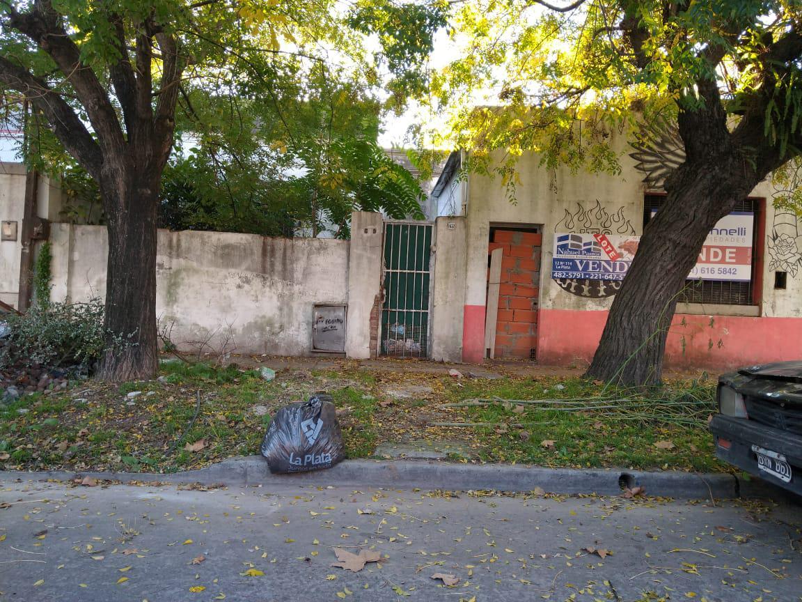 Foto Terreno en Venta en  La Plata,  La Plata  68 Entre 27 y 28