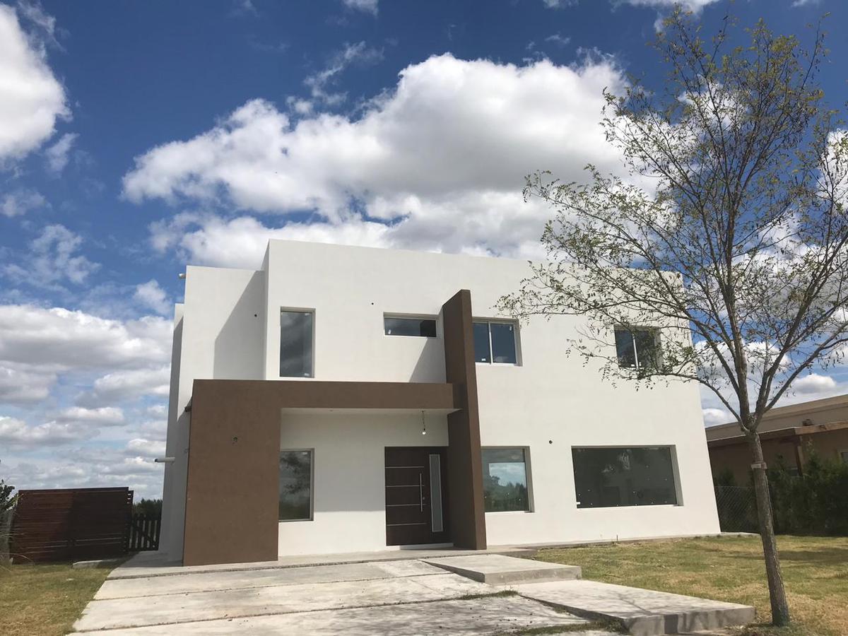 Foto Casa en Venta en  El Canton,  Countries/B.Cerrado  Islas al 500