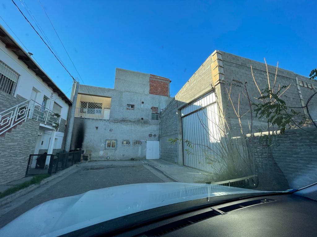 Foto Local en Alquiler en  Neuquen,  Confluencia  Alsina 30