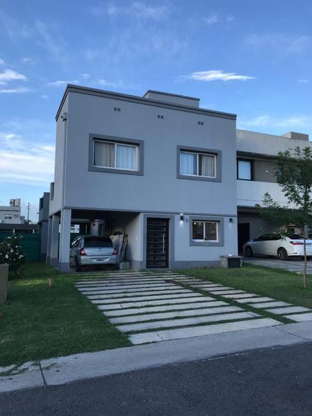 Foto Casa en Venta en  Tafi Viejo ,  Tucumán  Casa en venta Country Vilago