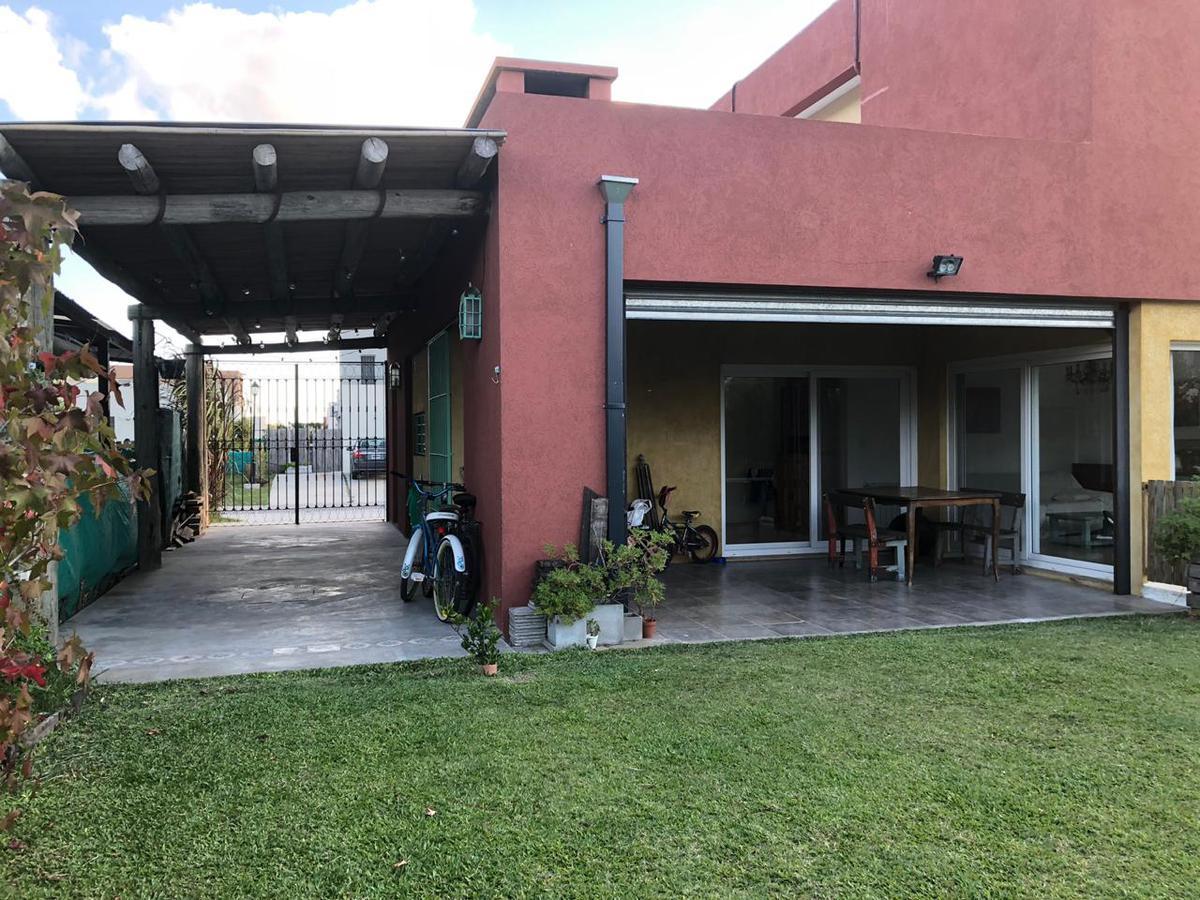 Foto Casa en Venta en  Tigre ,  G.B.A. Zona Norte  Excelente casa con jardín y pileta en Casas de Santa María, Villa Nueva, Tigre.