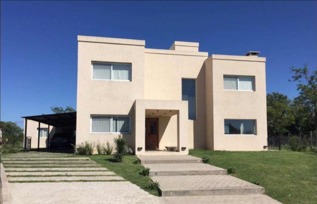 Foto Casa en Venta |  en  Belen De Escobar,  Escobar  Excelente casa 5 dormitorios en el barrio Los Robles, Haras Santa Maria