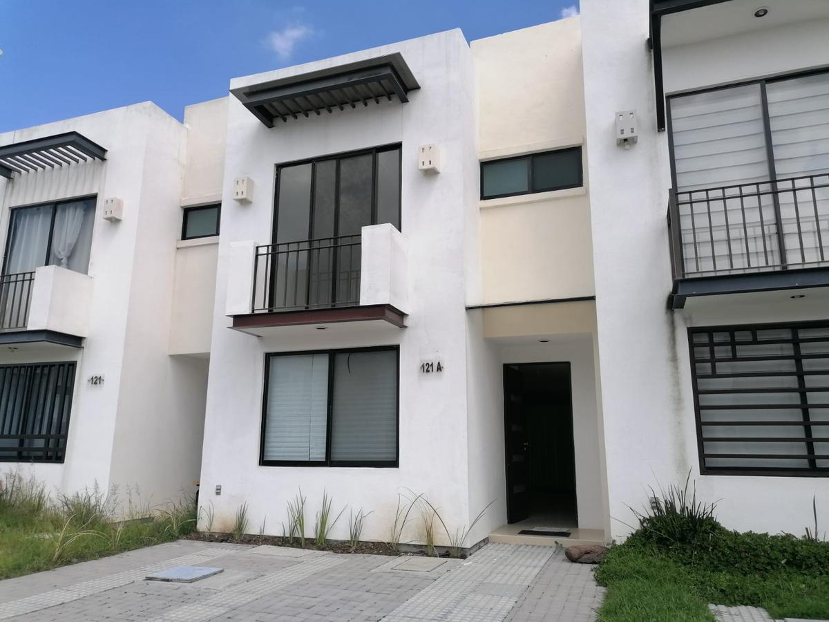 Foto Casa en Venta en  El Cielo Residencial,  León  Casa en VENTA en El Cielo Residencial 3 recámaras, sala de tv, en privada con amenidades!!!