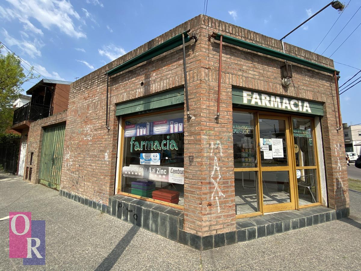 Foto Local en Venta en  Berazategui,  Berazategui  Calle 7 esq. 126