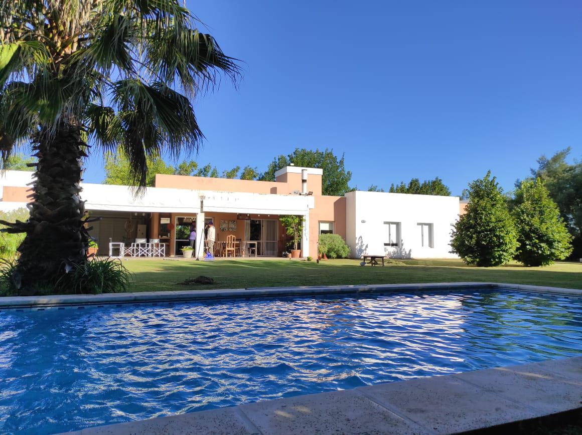 Foto Casa en Venta en  Fincas del Sur,  Cordoba Capital  Fincas del Sur * Casa 4 dormitorios * Patio único * Calidad
